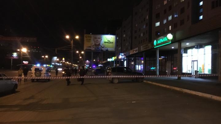 В Челябинске оцепили отделение банка из-за оставленного чемодана