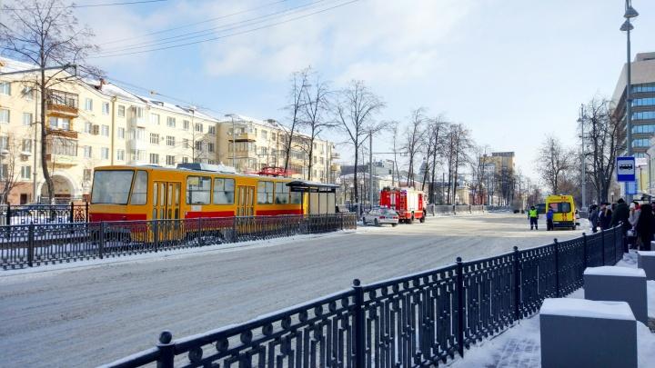 Утром на Ленина закрыли движение трамваев