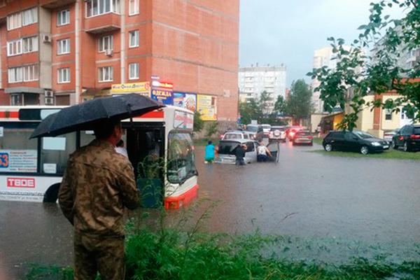 """Последствия ливня в 2014 году. Что происходило тогда в городе, <a href=""""https://ngs24.ru/news/1875011/view/"""" target=""""_blank"""" class=""""_"""">смотреть здесь</a>"""