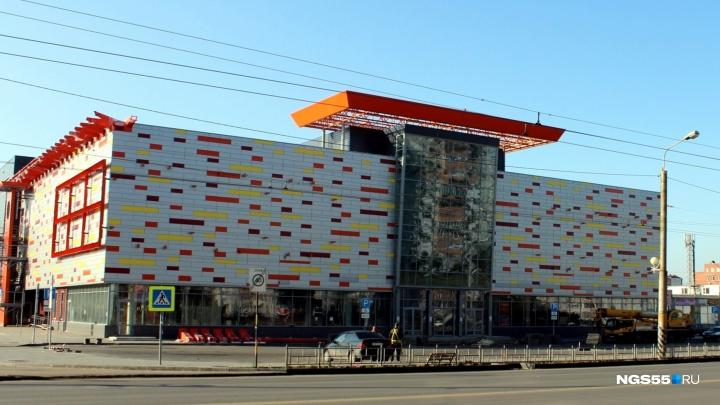 В центре Омска готовят к открытию новый торговый центр