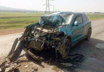 Передней части почти не осталось: в Башкирии столкнулись внедорожник и КАМАЗ