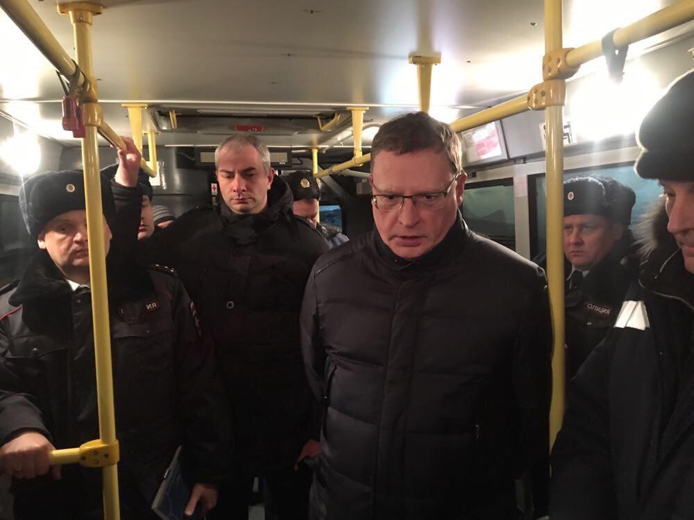 В одном из автобусов устроили оперативный штаб