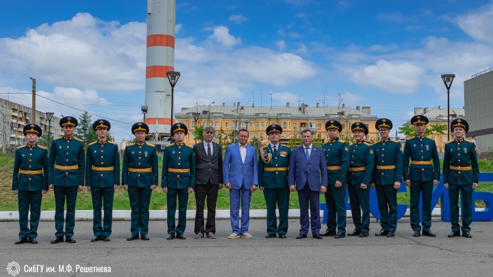В СибГУ выпустились 10 офицеров-ракетчиков: смотрим фото с вручения дипломов