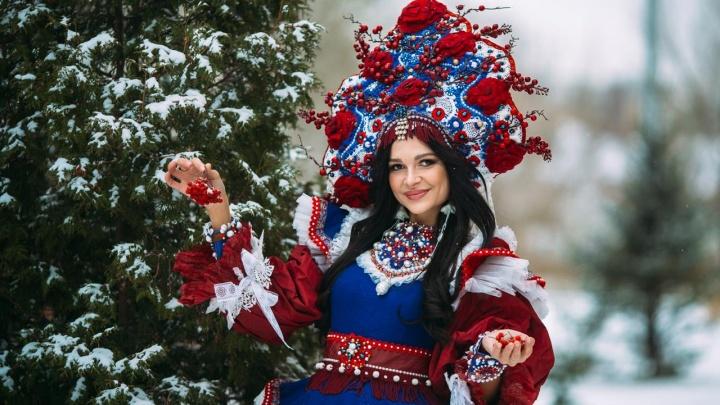 Уральский дизайнер Любовь Михалева создала наряд-триколор для финалистки конкурса «Миссис мира»
