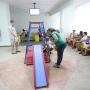 Горка для детей вместо горы медкарт: в челябинской поликлинике отказались от привычной регистратуры