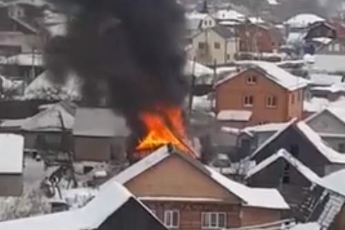 Дым, который был заметен за несколько километров, наблюдали жители соседних высоток и частного сектора