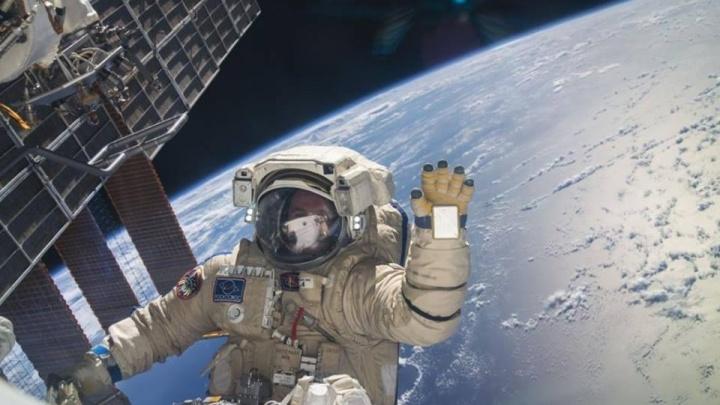 Летчик-космонавт откроет фотовыставку «20 лет на космической орбите» в МВДЦ «Сибирь»