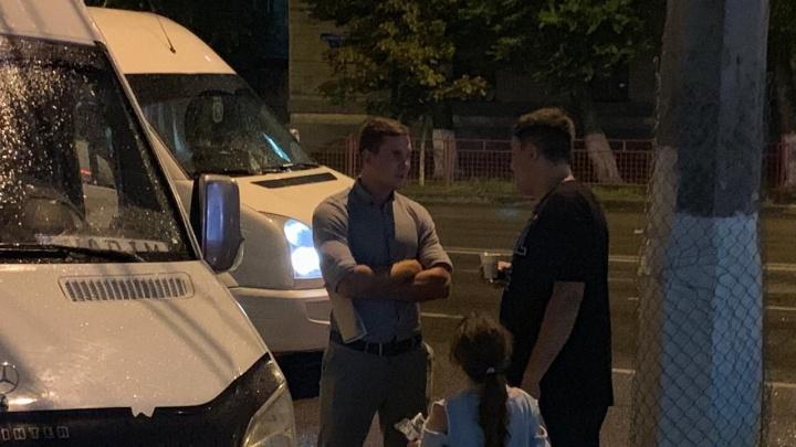 «Пристав подрезал автобус и ругался при детях»: туристов из Волгограда задержали по пути в Домбай