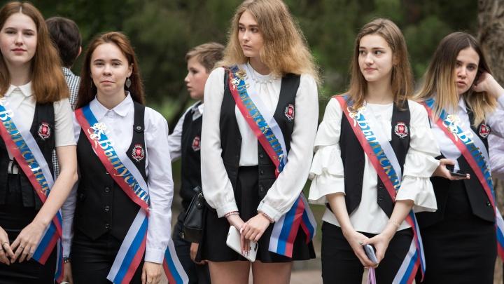 Самая красивая на выпускном: угадай, сколько стоит платье в Ростове