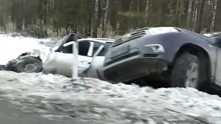 Три человека пострадали в массовом ДТП на трассе Тюмень — Омск