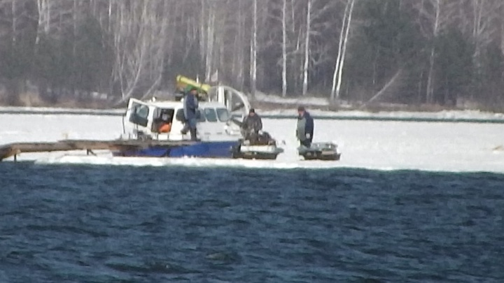 Спасатели показали, как снимали рыбаков с отколовшейся льдины на Белоярском водохранилище