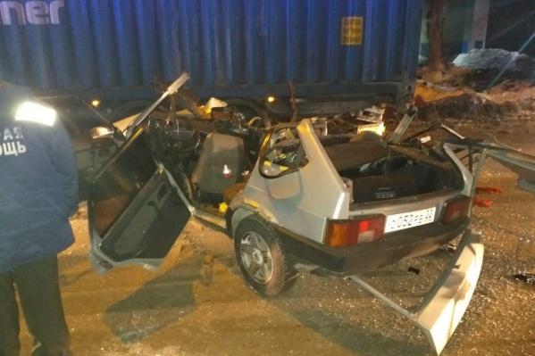 На месте работало несколько автомобилей скорой помощи