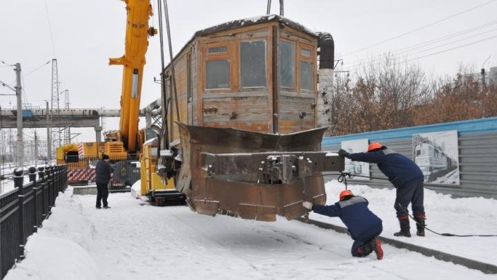 Музей ЮУЖД под открытым небом пополнила машина, 90 лет назад расчищавшая рельсы от снега