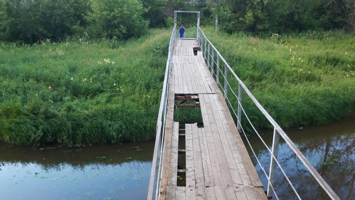 В Рыбинске обваливается пешеходный мост, по которому часто бегают дети