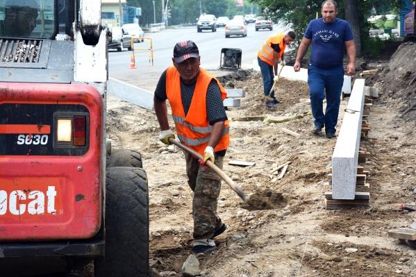 Ремонт на улице Урванцева продлится месяц. Также до 31 августа завершат ремонт и на улице Глинки