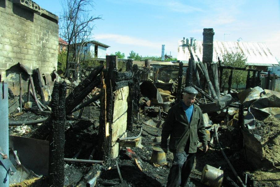 Пожар случился в ночное время, когда семья спала