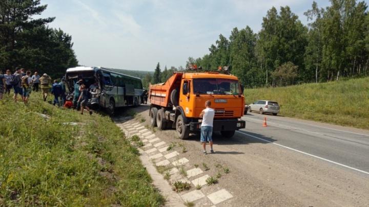«Водитель зажатый»: подробности аварии с автобусом между Красноярском и Канском