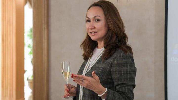 Приставы ищут жену Евгения Куйвашева и владелицу элитного винного бутика из-за долга в 9000 рублей