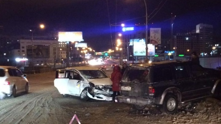 Автоинспекция назвала причину двухчасового затора на Коммунальном мосту