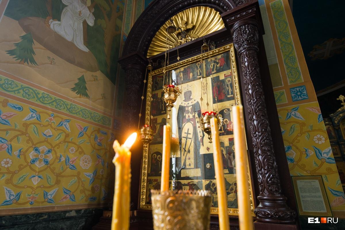 В иконе хранится частичка мощей святой Екатерины