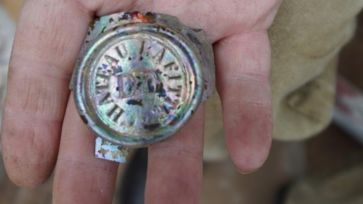 Могила, винное клеймо и «запонка Дягилева»: какие артефакты нашли на раскопках в центре Перми