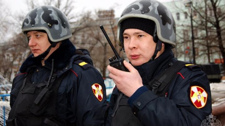 Двое красноярцев вынесли из магазина элитный коньяк на 108 тысяч рублей