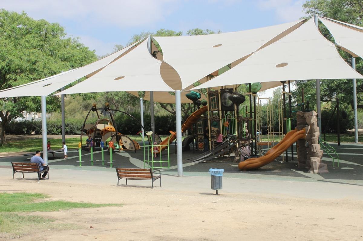 Такие детские городки можно встретить в каждом парке