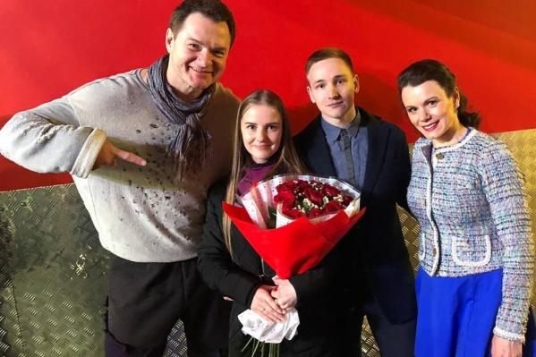 Станислав и Олеся с фигуристами Алексеем Тихоновым и Марией Петровой