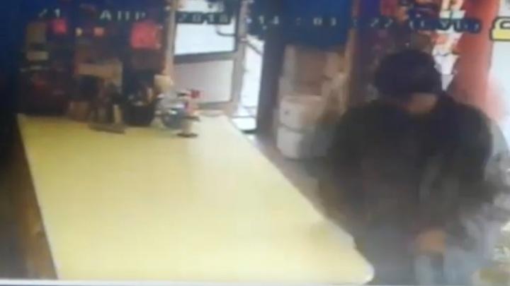 «Я хочу изуродовать твоё лицо»: на Широкой Речке мужчина с «розочкой» ворвался в цветочный магазин