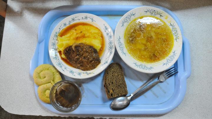 Никакого буфета до обеда: в екатеринбургской школе запретили неорганизованное питание до 5-го урока
