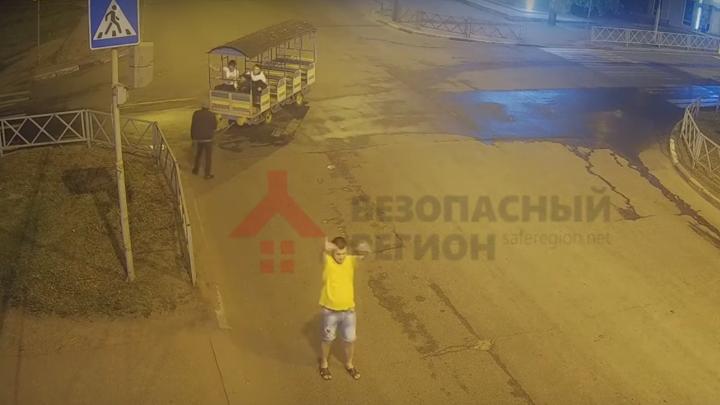 В Ярославле из парка «Нефтяник» украли вагончик от детского поезда: видео