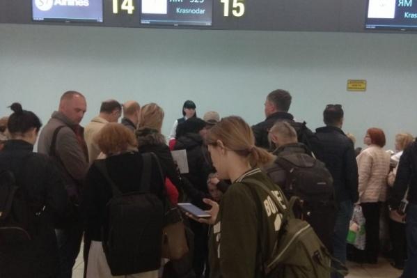 Пассажиры прождали вылета в Толмачёво больше суток