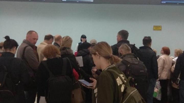 Пассажиров новосибирского рейса на Sukhoi Superjet пересадили на Boeing до другого города