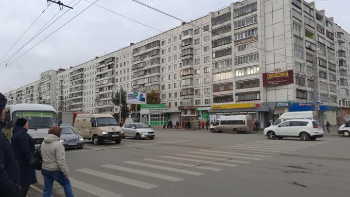 «Колье» к Новому году: в Челябинске двое в масках обчистили ювелирный магазин