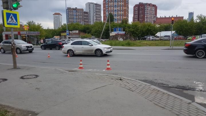 В Заречном пьяный водитель пытался проехать на красный и сбил подростка на переходе