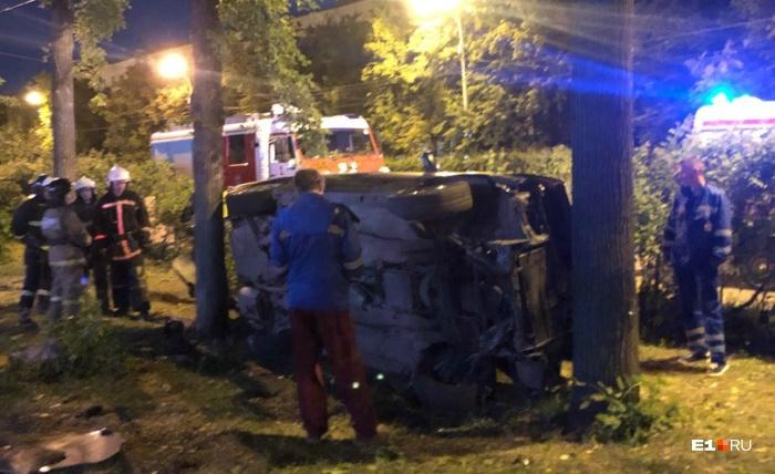 По словам очевидцев, причиной ДТП могло стать то, что водитель просто не справился с управлением