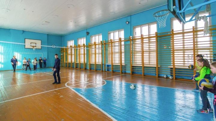 Правительство Зауралья распределило деньги на спортзалы, школы и науку