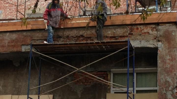 С театра снимут шкурку: на ремонт фасада «Старого дома» потратят 5 миллионов рублей