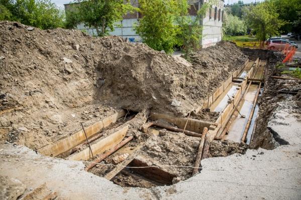 При испытаниях возможны разрывы трубопроводов и размывы грунта