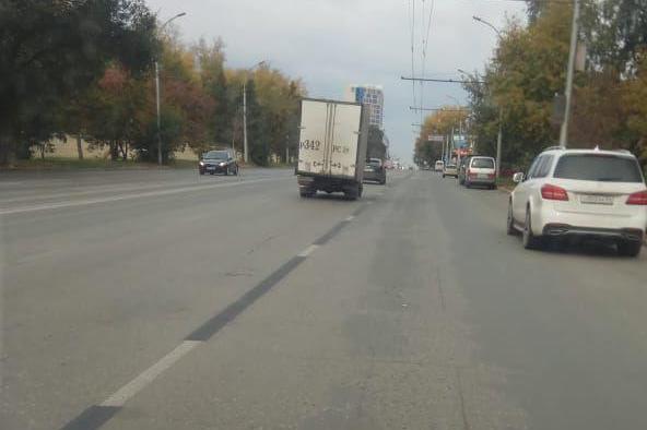 На Ватутина закрасили выделенную полосу для автобусов