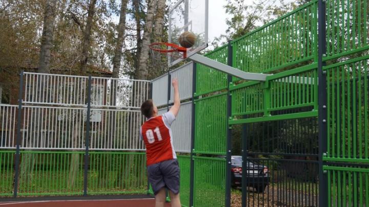 В Мотовилихинском и Индустриальном районах для всех желающих открыли два мини-стадиона
