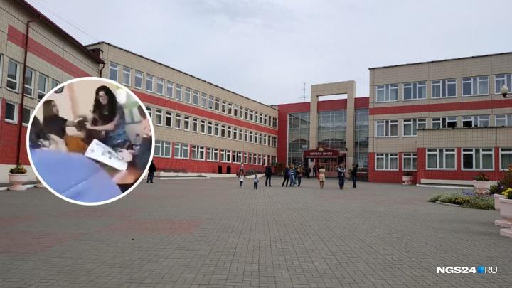 Избившую школьниц учительницу английского уволили. Педагогом также заинтересовались следователи СК