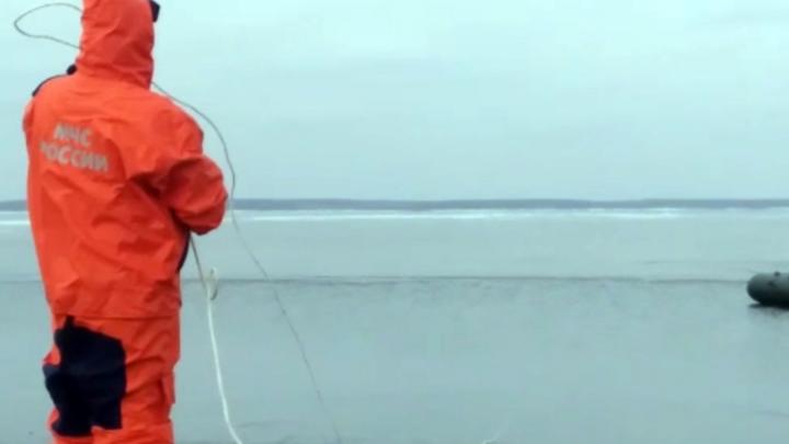 В Омской области рыбака унесло в озеро на льдине
