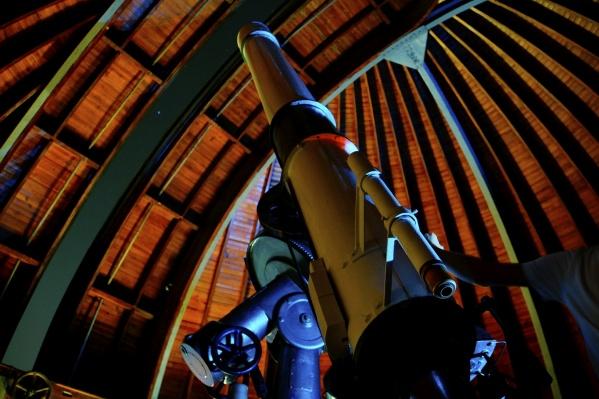 В телескоп планетария, например такой, как в волгоградском планетарии, можно будет рассмотреть астрономические явления