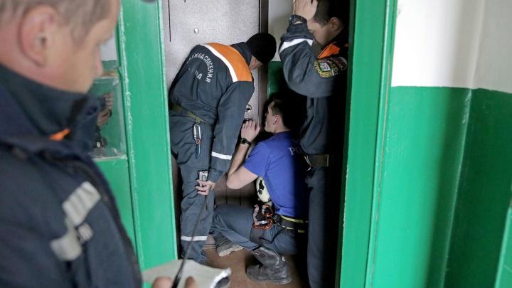 В Уфе спасатели вытащили застрявшего в стиральной машинке ребенка