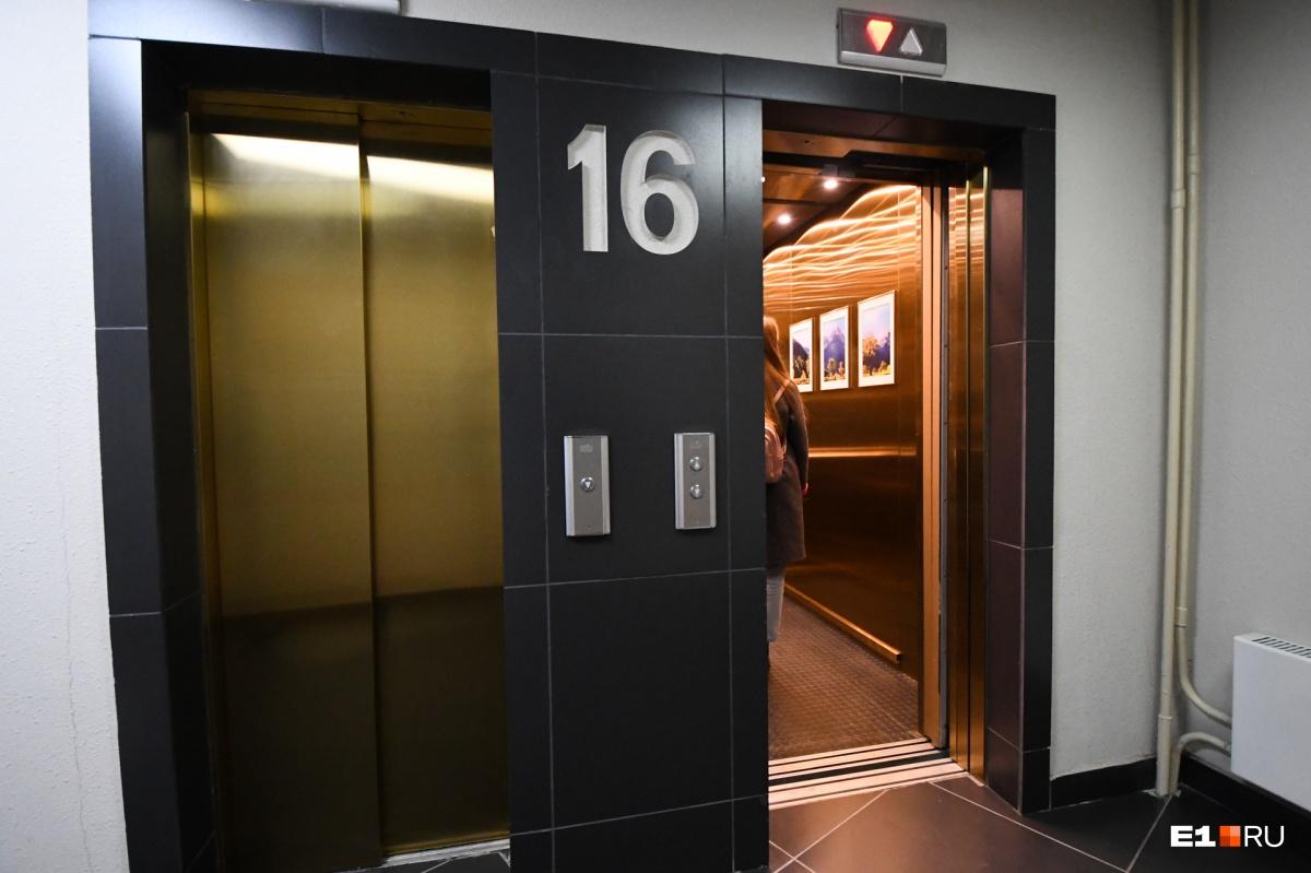 Лифт золотой и с картинами