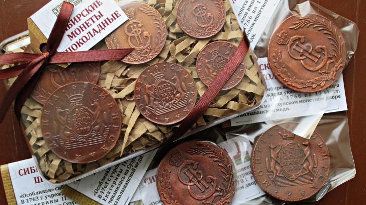 В Новосибирске сделали съедобные копии редких монет