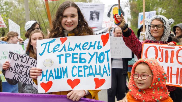 Жертва музыкальной школы и защитники плова: смотрим 25 фотографий волгоградской «монстрации»