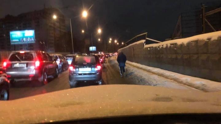 «Боимся сбить человека»: ярославские автомобилисты возмутились уборкой тротуаров