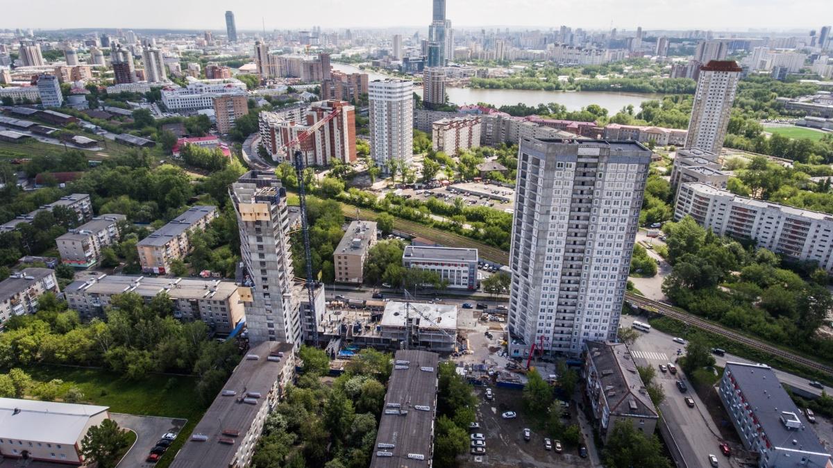 Из ЖК «Стрелки» открывается панорамный вид на центр Екатеринбурга и городской пруд